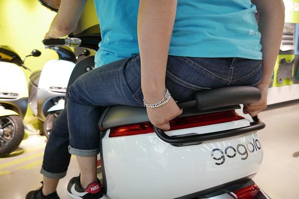 Gogoro 這個新產品,讓女友無法再「抱緊處理」了!