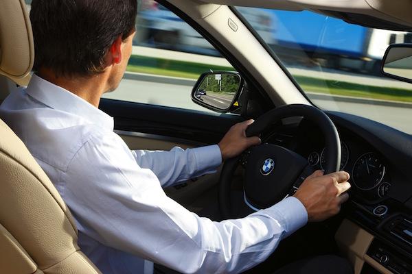 開車的駕駛 很多人不知道左手邊有這裝置?