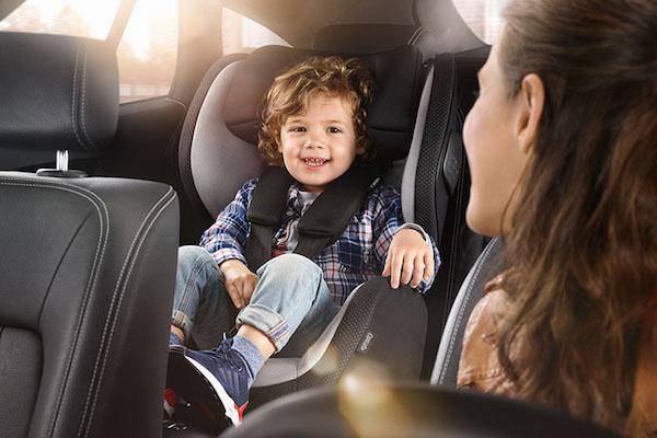 別讓悲劇發生  避免把小孩獨留車上的 4 種方式