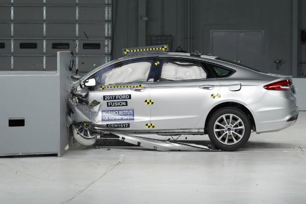 撞測表現大升級!2017 Ford Fusion 獲 IIHS TSP+ 獎