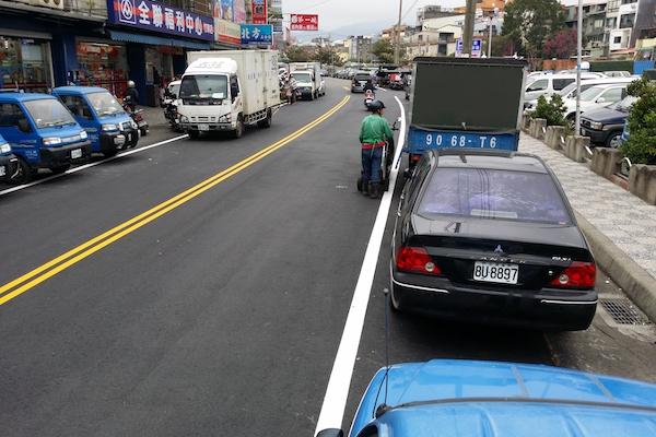 馬路旁的白線停車大學問,停錯方式照樣開單!