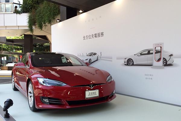 搶看 Tesla 風采!台灣快閃店現身信義區!(相片集)