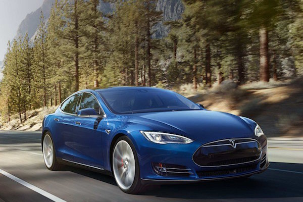 一輛藍色的 Tesla Model S,背後的故事讓人超感動!(有影片)