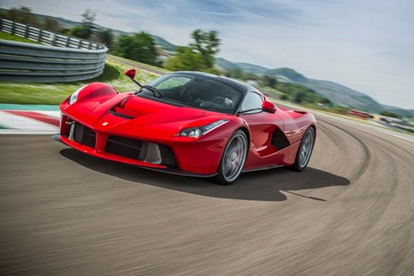 Ferrari 最強油電馬王慘遭海放!對手竟是電動車(內有影片)