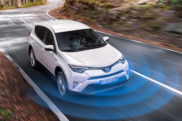 Toyota RAV4 油電新年式油耗曝光!1 公升可跑近 20 公里!