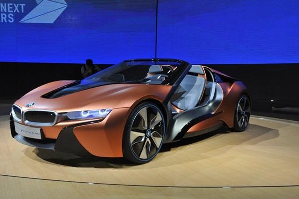 100年 BMW 的未來超跑: i Vision Future Interaction 渾身酷炫科技