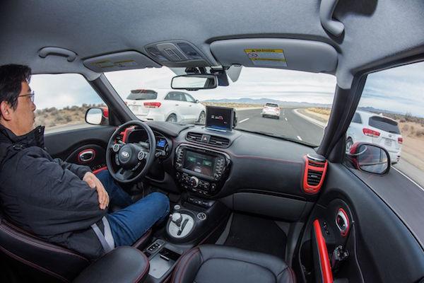 自動駕駛模式仍有疑慮,聯合國跳出來訂安全標準!