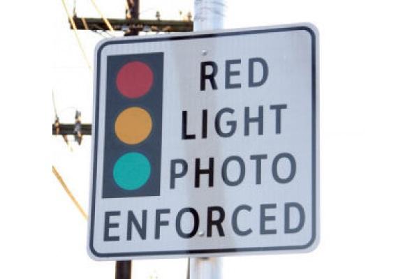 別再討厭闖紅燈照相機!美國研究:能夠救你一命(內有影片)