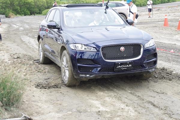 路況再爛也不怕!Jaguar F-Pace 越野自動脫困體驗(內有影片)