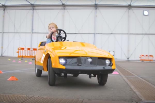 避免成為未來馬路三寶,這輛兒童電動車 5 歲就能開!(內有影片)