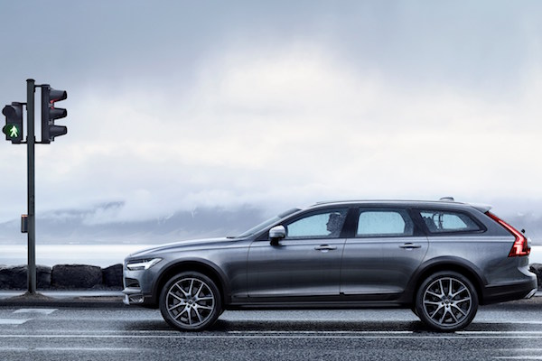 Volvo 最強豪華越野車!V90 Cross Country 各種路面都不怕!