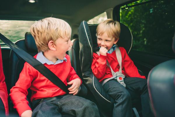 在車內多穿一件外套,竟讓兒童身陷危險之中?