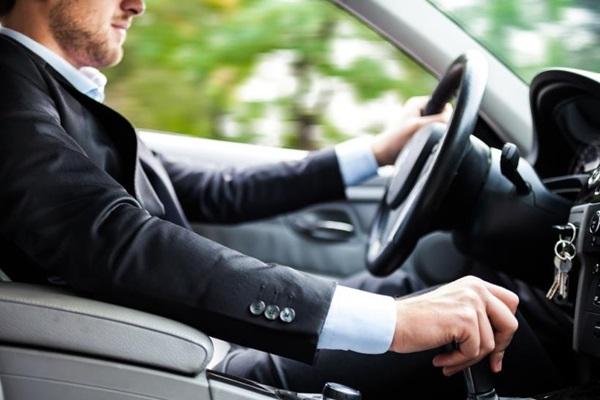 不知不覺的 5 種開車壞習慣,會讓你的愛車早夭!