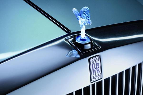問鼎最奢華休旅車!Rolls Royce Cullinan 身影曝光