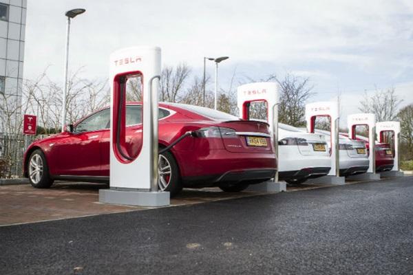 Tesla 超級充電站終於要來台灣!明年利誘車主的還有...