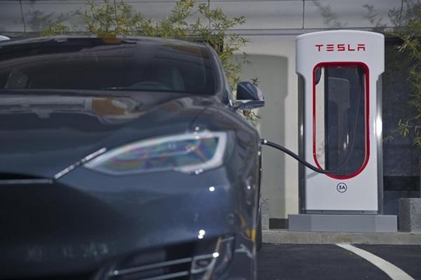 Tesla 台灣超級充電站啟用,開電動車也能環台!(內有相片集)