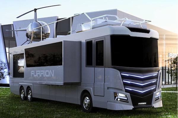根本是豪宅等級的露營車,居然還能停放直升機?