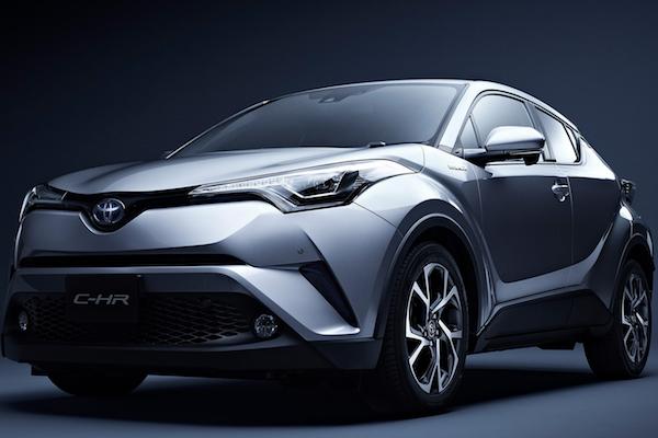 日本網友實測 Toyota C-HR 油電版,油耗表現好驚人!