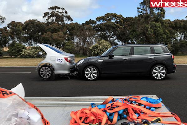 自動煞車輔助真的不會撞車?外媒實測可不是這麼回事!