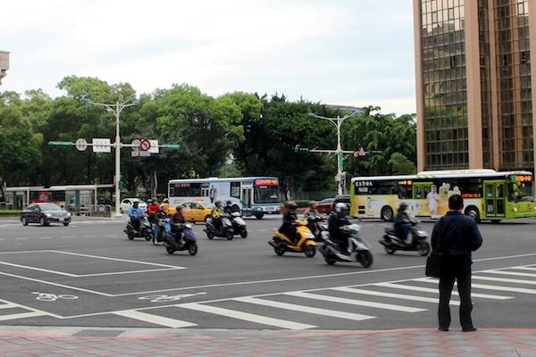 二行程機車及老舊柴油車,7 月起北市特定區域無法行駛!