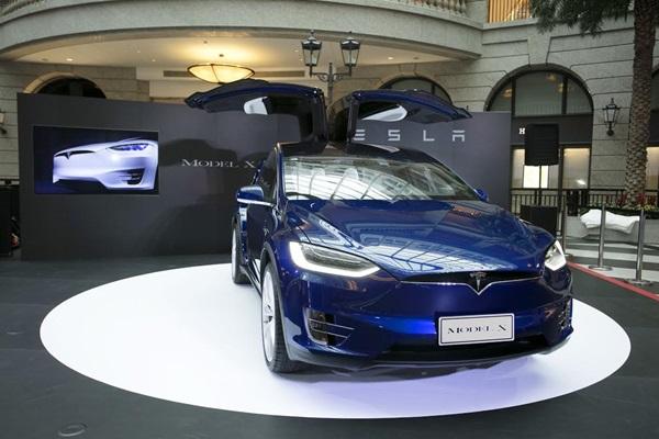 地表最快的七人座休旅車!Tesla Model X 台灣正式發表上市!(內有相片集)
