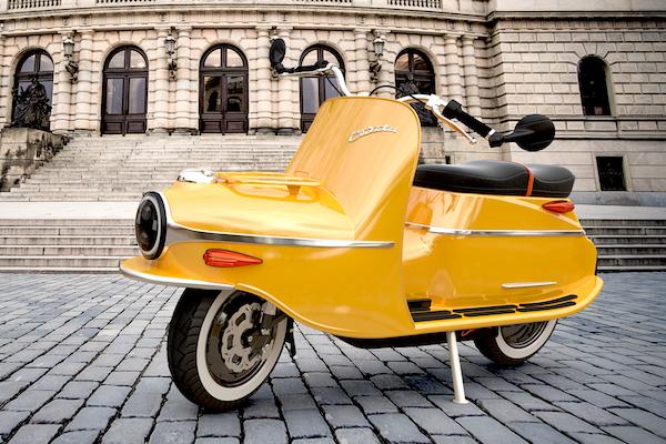 賣的是懷舊氣息,復古款電動機車動力不輸 Gogoro!