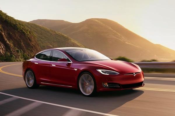 Tesla 新自駕輔助系統真的厲害嗎?國外車主實拍給你看(內有影片)