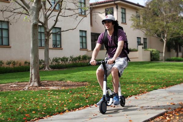能解放雙腳的折疊電動自行車,放進你的背包也沒問題!(內有影片)