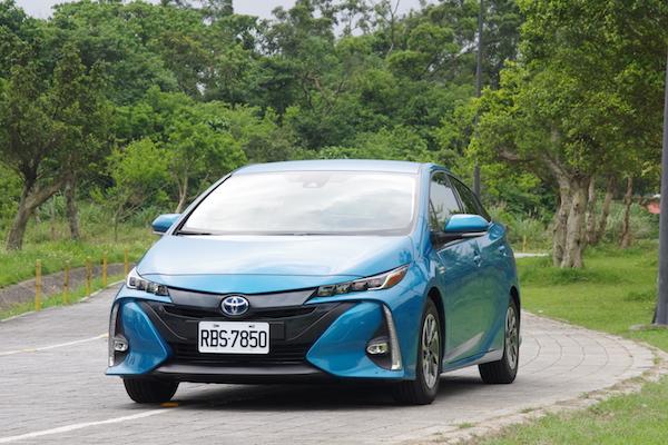 油箱只是輔助的類電動車,Toyota Prius PHV 插電式油電車試駕