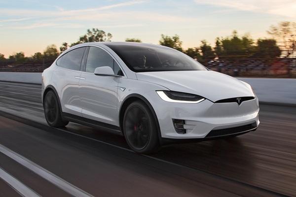 強國 Model X 車主控訴車款品質有問題!Tesla 怒回嗆!(內有影片)