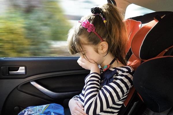研究指出:看螢幕 10 分鐘就容易暈車!車廠想出這招破解有效嗎?
