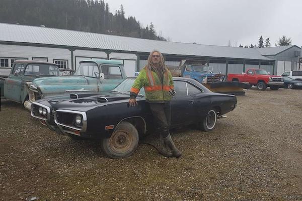 這才叫愛車成癡,加拿大男子收藏超過 300 輛汽車是怎麼辦到的?