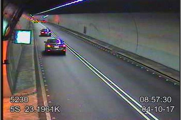 為何隧道內禁止變換車道?這個殘酷的實例說出了原因