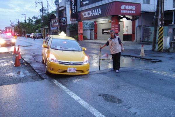 台灣路面坑洞問題真的無解?這個新技術讓道路強度提高 6 成!