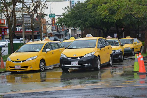 未來休旅車也能當小黃?民眾提議鬆綁計程車車型使用限制!