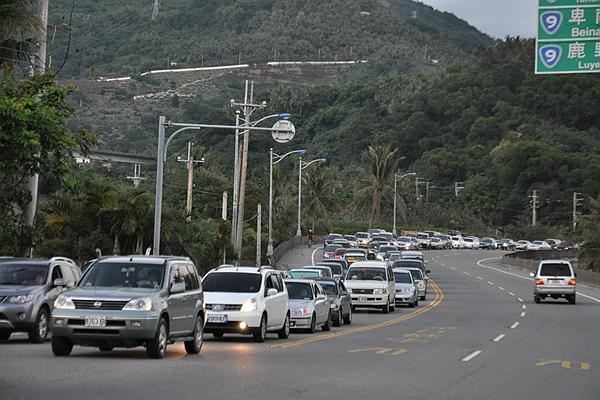 危險的跨越雙黃線行駛問題越來越嚴重,罰金竟然只有這樣!