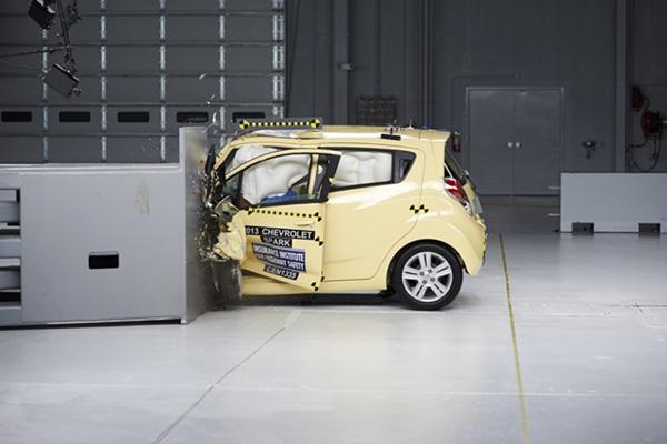 美權威安全機構選出:最安全 VS. 車禍死亡率最高車款!