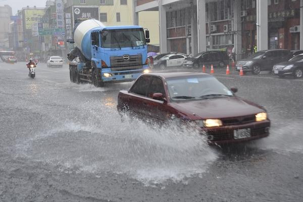 因水災變成泡水車,公路總局開放哪些減免措施?