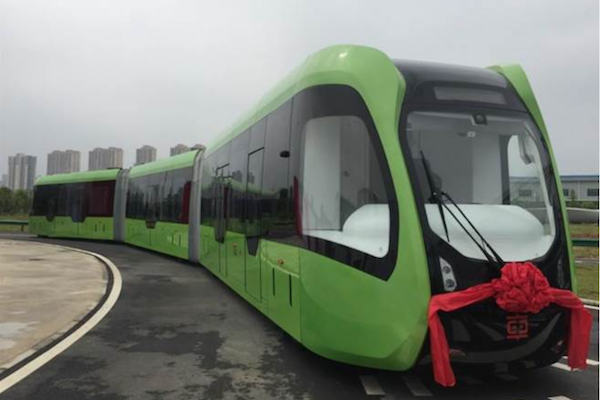 中國虛擬軌道列車後年營運,網友:另一個騙錢的巴鐵 2.0?