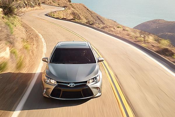 眼看各車廠都在拚自動駕駛,Toyota 終於公開追上腳步的策略!