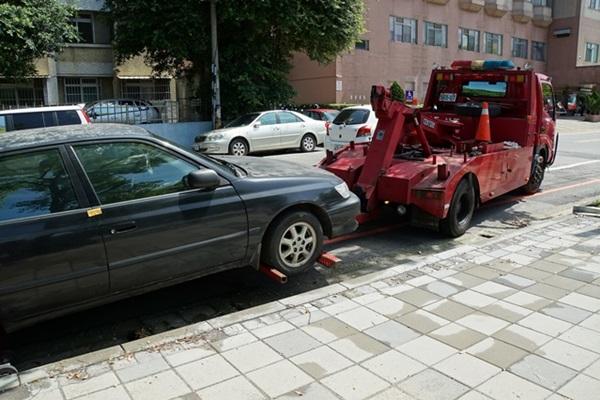 網傳違停「防拖吊」新招,卻慘遭警察打臉:照拖!