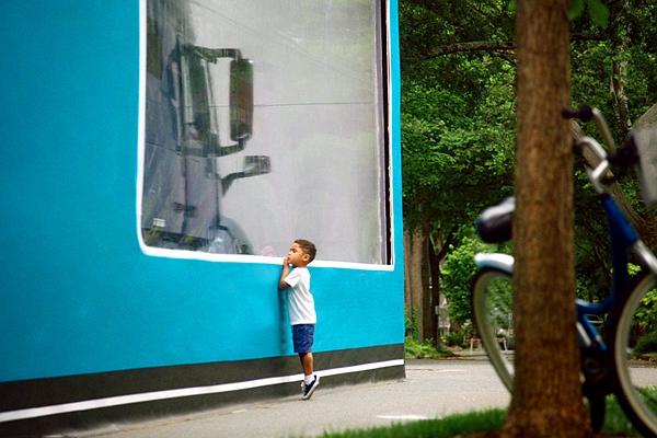 新車這樣宣傳超有親和力! 3 歲男童創下史上最大開箱紀錄(內有影片)