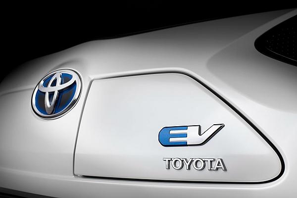 還在怕電動車跑不遠、充電久? Toyota 新電池技術將顛覆過往印象