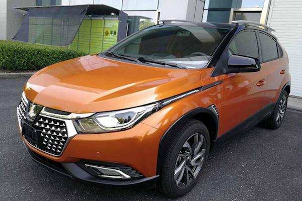 小跨界休旅 Luxgen U5 實車照中國曝光!車頭設計很搶眼