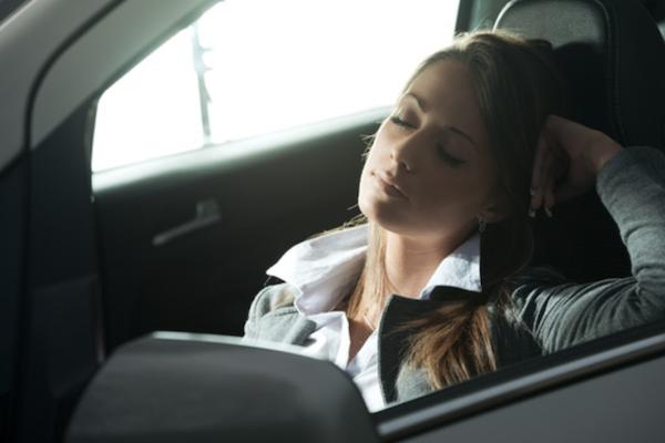 汽車怠速吹冷氣好舒服,但廢氣恐從這 7 處進入車內讓你中毒!