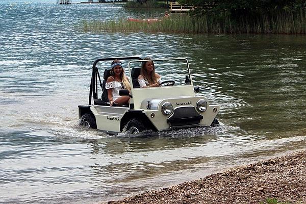 水災救難時超需要它!法國水陸兩用車淹水可當船開(內有影片)