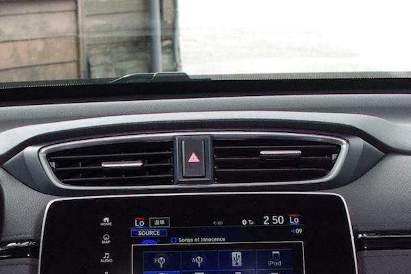 這些行車情況最需要使用雙黃燈!國道警察用實例告訴你(內有影片)
