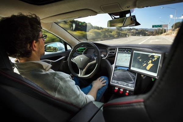 自動駕駛系統存在致命缺點!只需幾張貼紙就可能失控