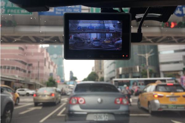 不是裝好行車記錄器就沒事!這 3 種狀況會讓你錄不到車禍關鍵畫面