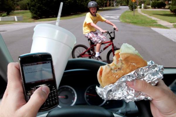 你也中標了嗎?研究調查:有開車壞習慣的駕駛竟高達 9 成!